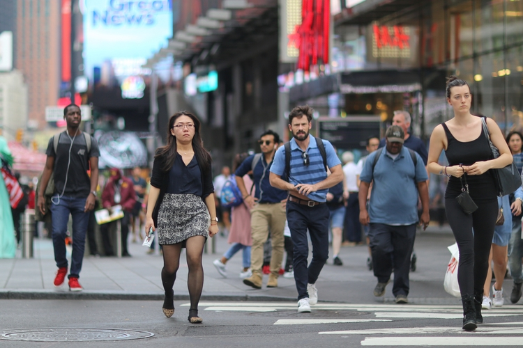 Times Square** People crossing  - kevinrubin | ello