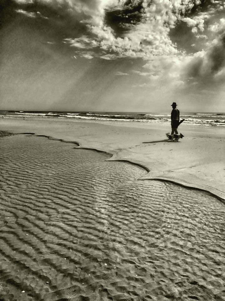 solitary beach - momiroh | ello