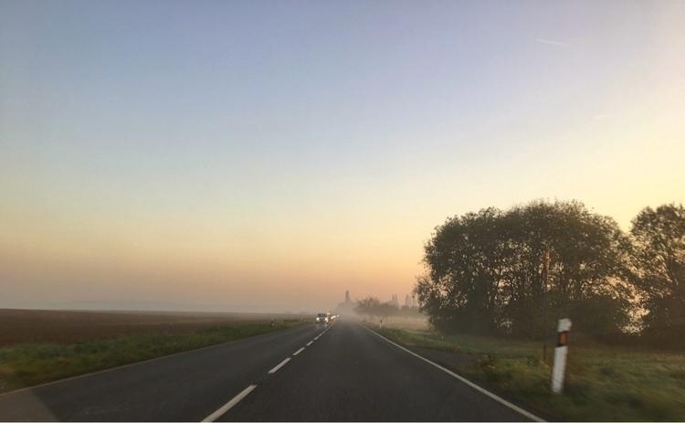 Enjoying slightly morning - foggy - rowiro | ello