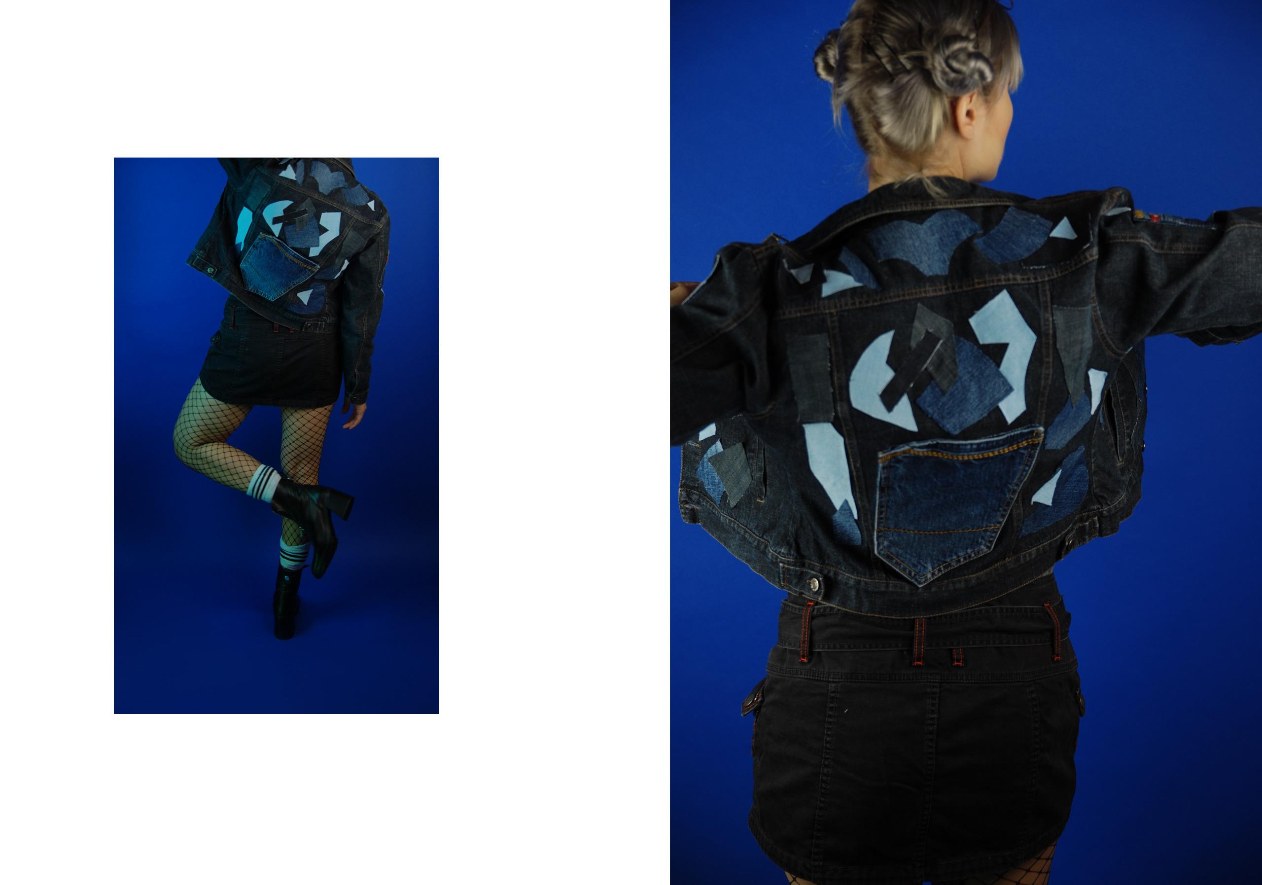 Obraz przedstawia dwa zdjęcia, z lewej strony na mniejszym zdjęciu widzimy kobiecą postać odwróconą tyłem, w krótkiej spódniczce, białych skarpetkach, czarnych butach, całość na niebieskim tle. Z prawej strony, też na niebieskim tle, zbliżenie na postać ze zdjęcia po lewej stronie.