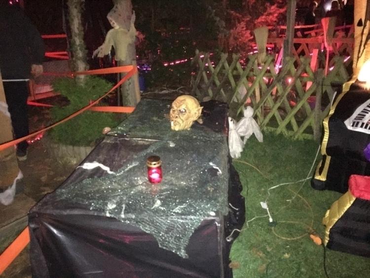 Halloween House Hamm, Germany - djharty   ello