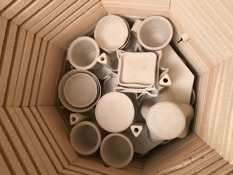 emptying kiln starting wax resi - lilpspottery | ello
