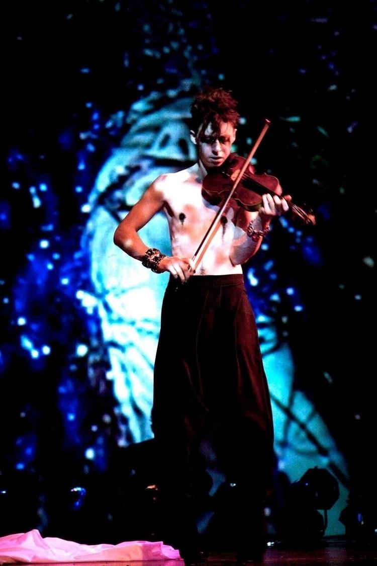 Jordan Hunt performing 'Cry The - jordanhunt | ello