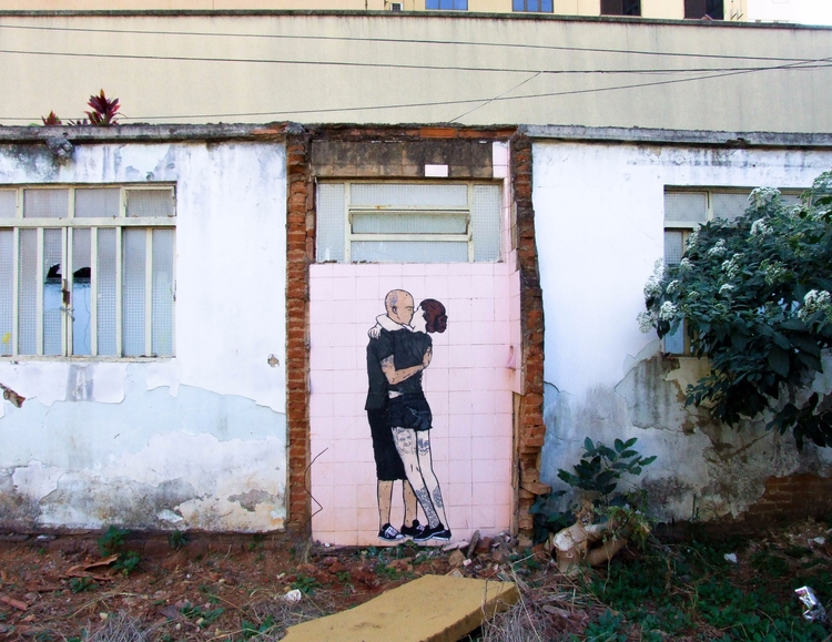 Kissing - streetart, stencil, brazil - diogorustoff | ello