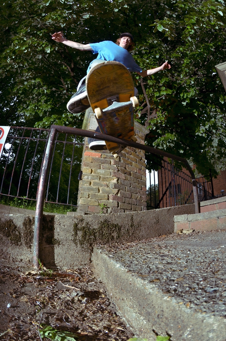 Joe Sivell, front feeble 180 fi - scienceskateboards | ello
