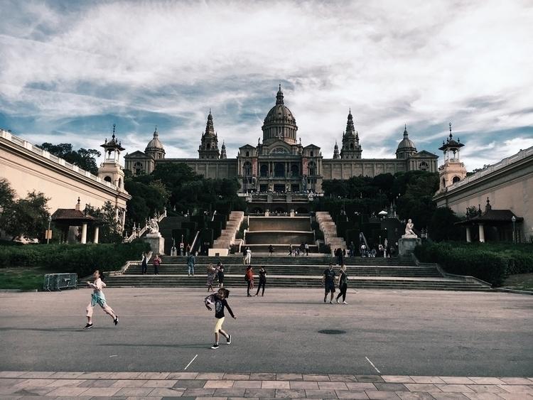 Freedom - Montjuic, barcelona, catalunya - andreameli | ello