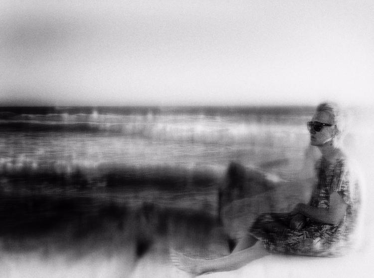 Waiting - photography, monochromatic - elhanans | ello