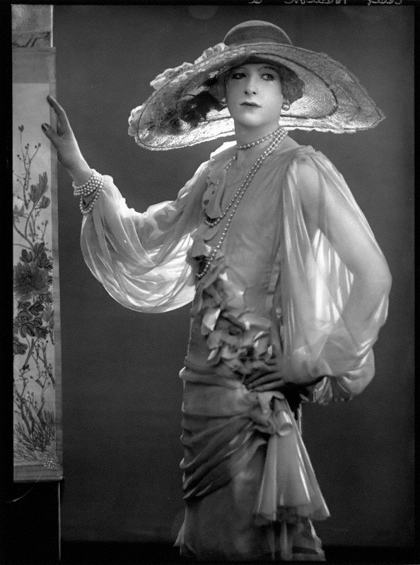 Cecil Beaton drag, 1925 - arthurboehm | ello