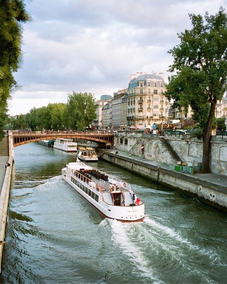 Paris - kodak, portra400, notredamedeparis - bentomwyemji   ello