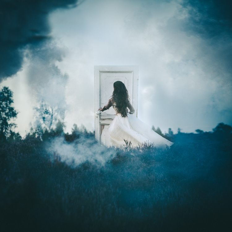 free mind. show door. walk - Mo - rovadesign   ello