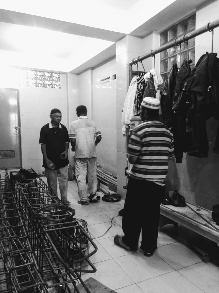 Workers masjid renovation Frida - ikhlasulamal   ello