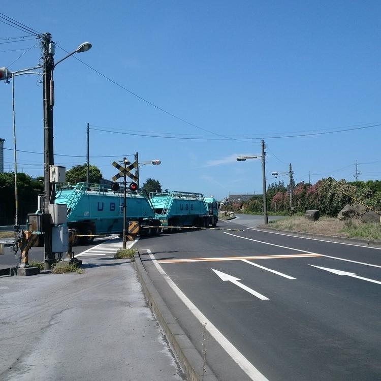 Private road crossing freight t - shingos | ello
