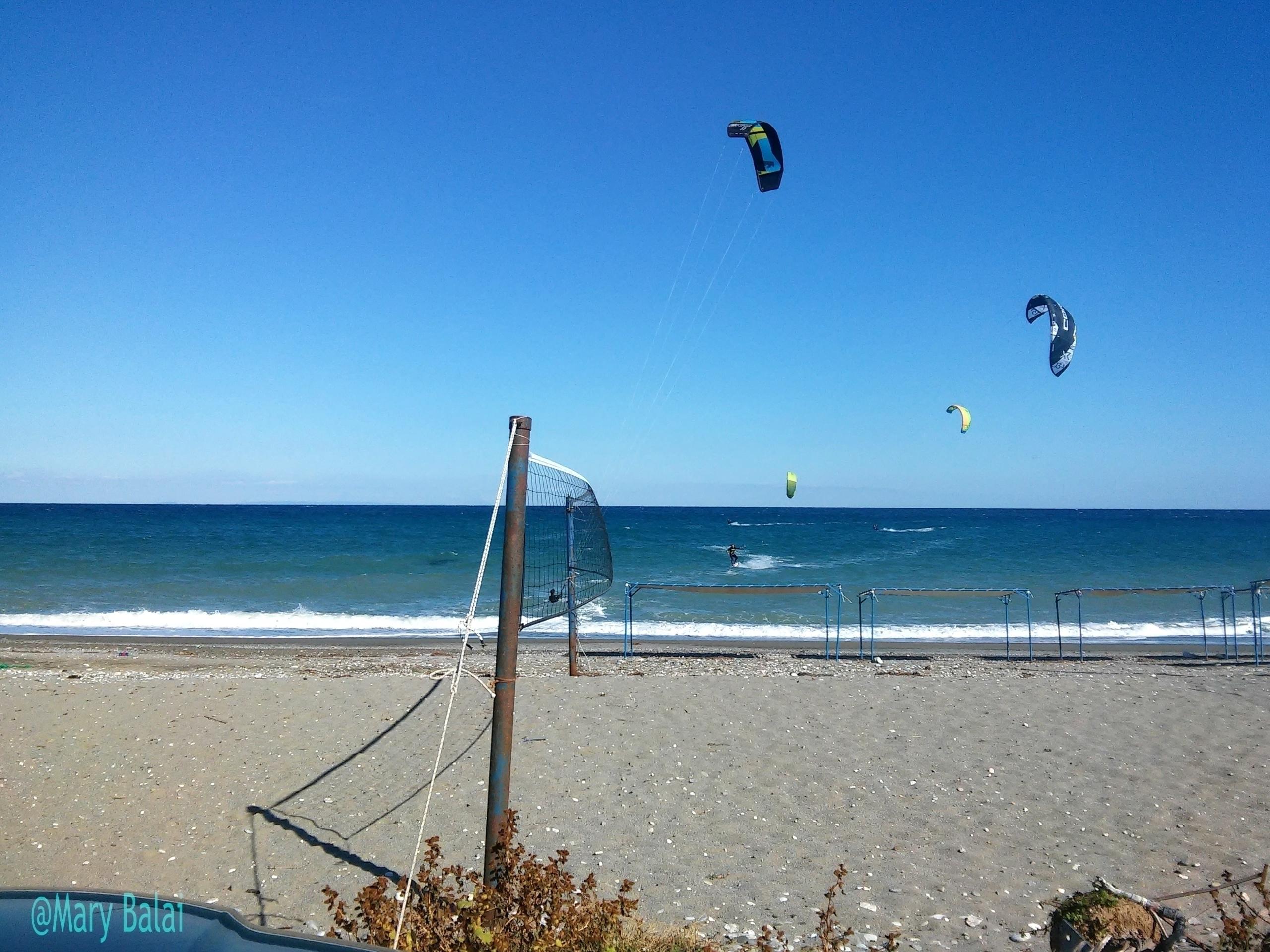 Kite surfing guys. wonderful la - mairoularissa | ello