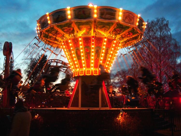 Linnanmäki Themepark, night ope - dutchdoris | ello