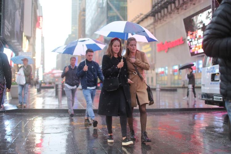 **Times Square Rain** couple wo - kevinrubin | ello