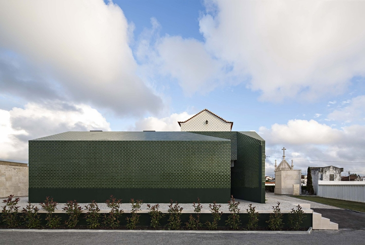 M2 Senos completed public toile - elloarchitecture | ello