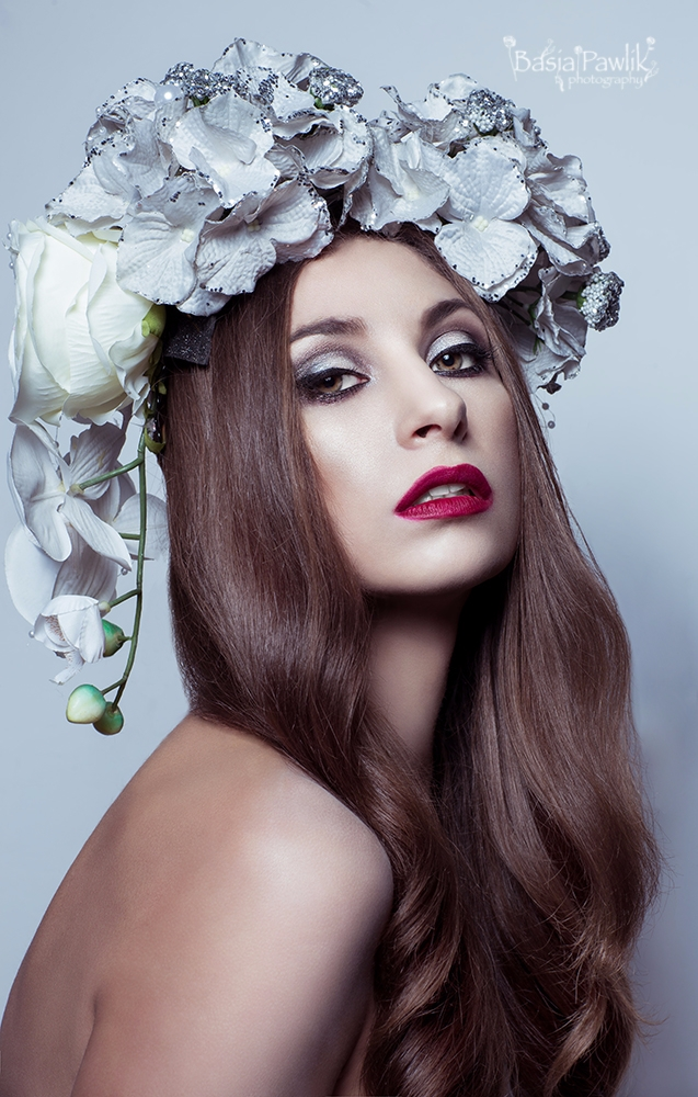 headpiece: Agata Machynia-Tomcz - basiapawlikphotography | ello