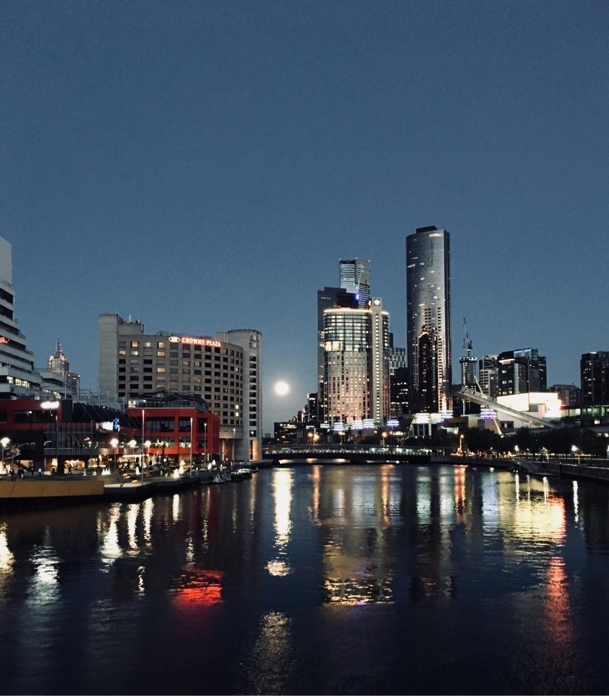 Melbourne night - minnowzola   ello