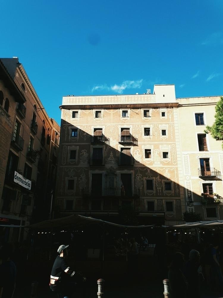 barcelona, architechture - breadcrumbfountains | ello