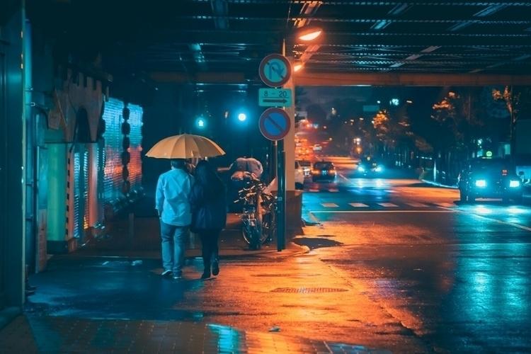 people rainy night? Pretty cool - fokality | ello
