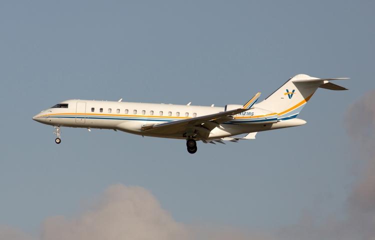 N121RS Private Bombardier BD-70 - mathiasdueber | ello