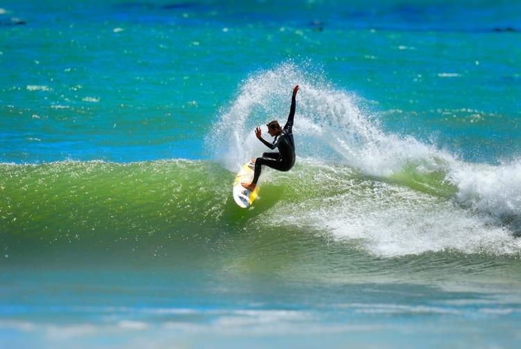 slide turn - SouthAfrica, surf - christofkessemeier | ello