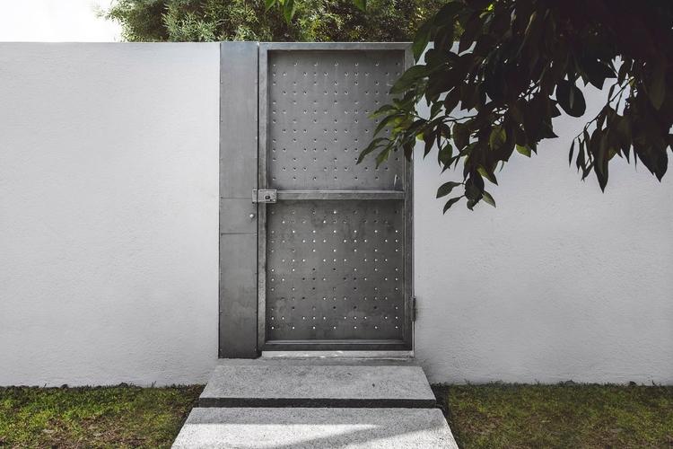 Perforated metal door. Doblado  - upinteriors | ello