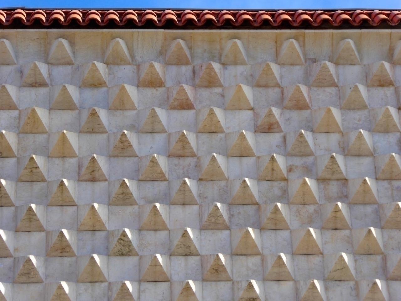Lisbon | Casa dos Bicos Series  - thomgollas | ello
