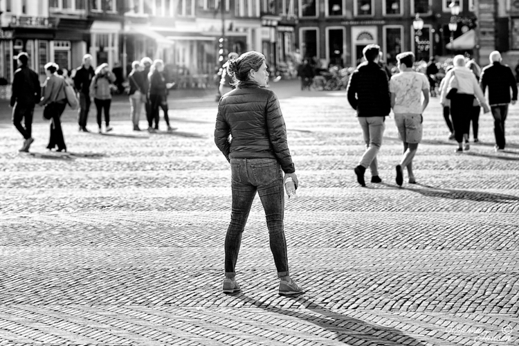 Standing people. sees quietly - artmen | ello
