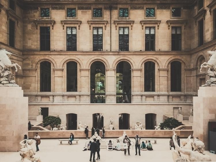 Louvre, Richelieu courtyard - paris - scappiamosuaberlino | ello