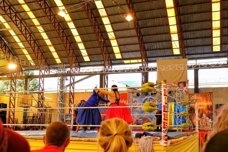 Bei Cholita-Wrestling El Alto - weltfarben | ello