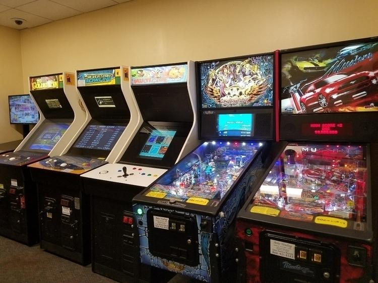 airport arcade - 8bitcentral   ello