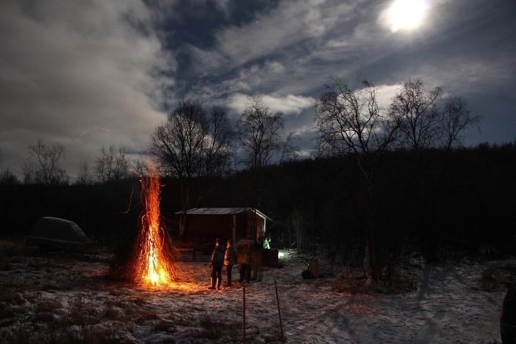 colleagues - utsjoki, bonfire, winter - minnamoira | ello