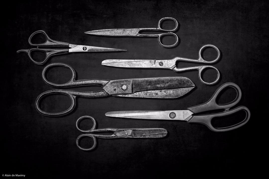 Group scissors dark background - maximy   ello