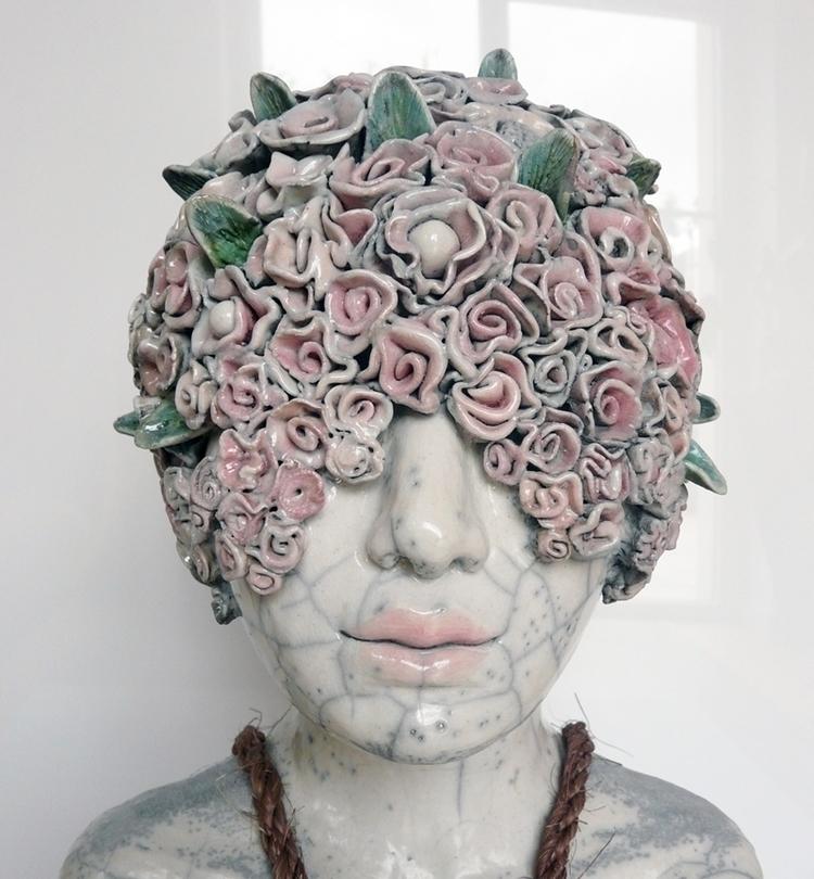 Object-woman - detail, ceramic  - lidiakostanek | ello