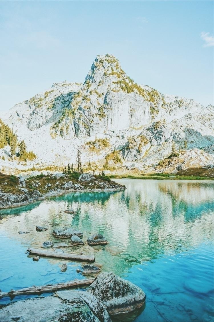 lost glad mountain oasis. trip  - davidarias | ello