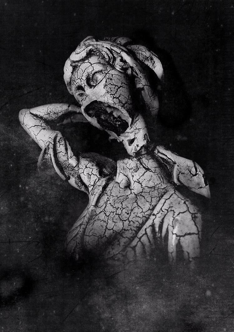 Loud silence - photography, blackandwhitephotography - ibtisamdib | ello