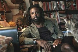 De Jamaicaanse schrijver Marlon - romenu | ello