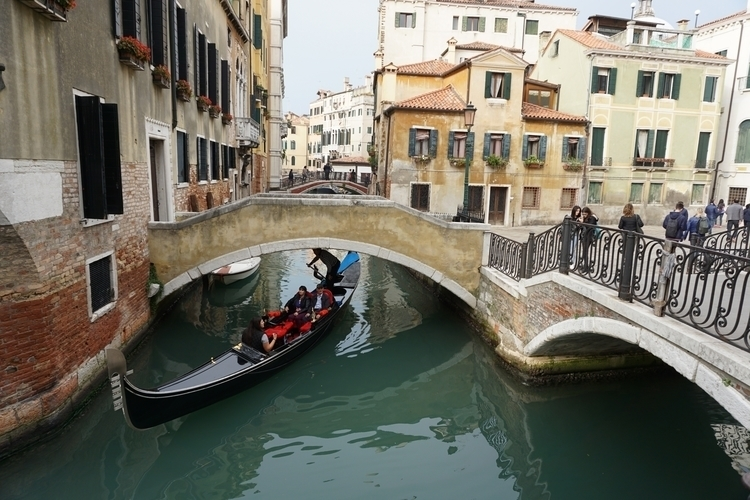 Mind head. Gondola Venice, 22.1 - pascaltchen | ello