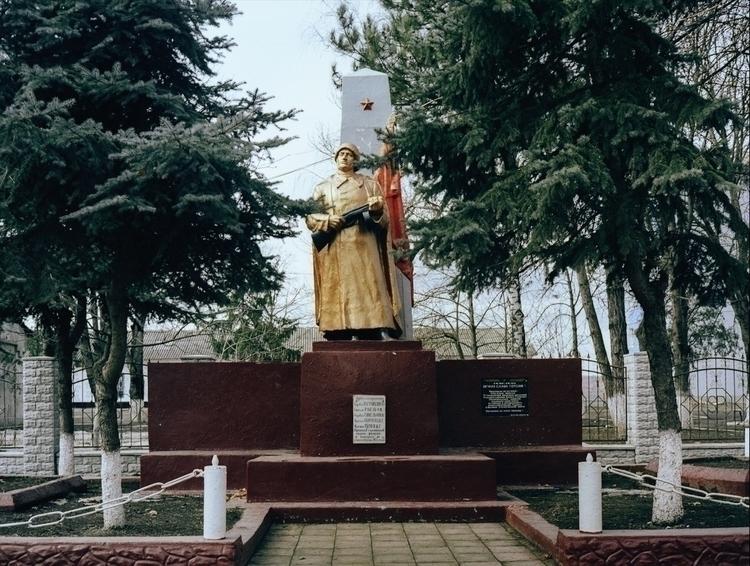 WWII monument - ramin | ello