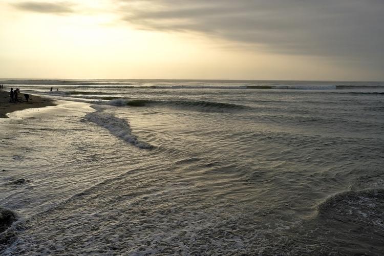 Der Pazifik bei Trujillo. Das W - weltfarben | ello