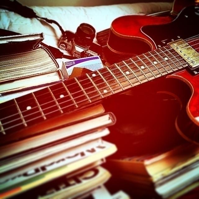 guitar, books, camera, electricguitar - guiville   ello