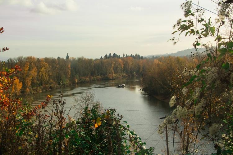 boat river Portland Oregon - mabding   ello