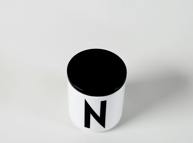 Design: Arne Jacobsen Designlet - minimalist | ello