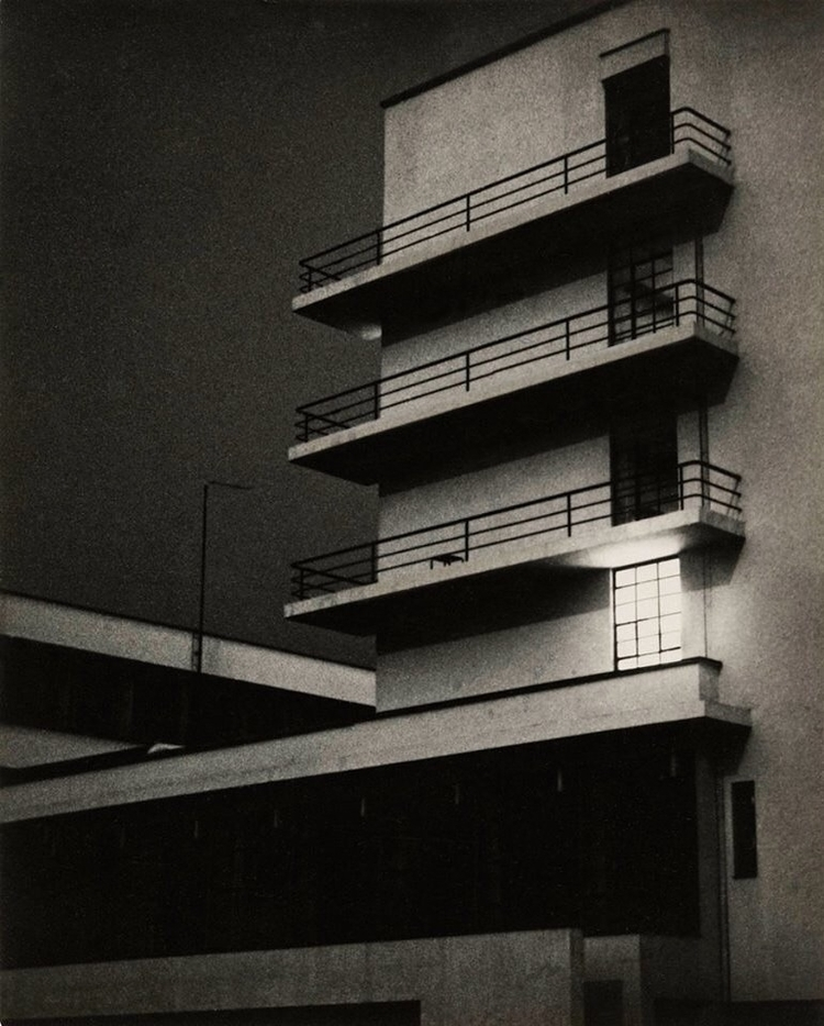 March 26, 1929. Photo: Lyonel - goodnight - bauhaus-movement | ello