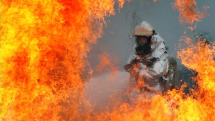 hombre ardió en llamas «sin exp - codigooculto | ello