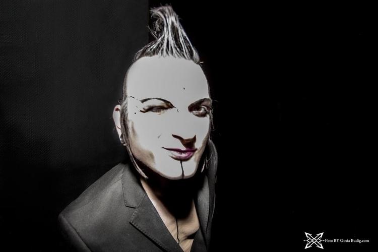 Vlad Tears Backstage Nuke Club  - candida_kandinskij | ello