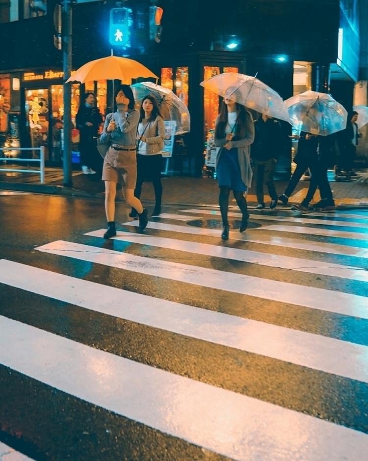 Late night neon rain crowded - tokyo - fokality | ello
