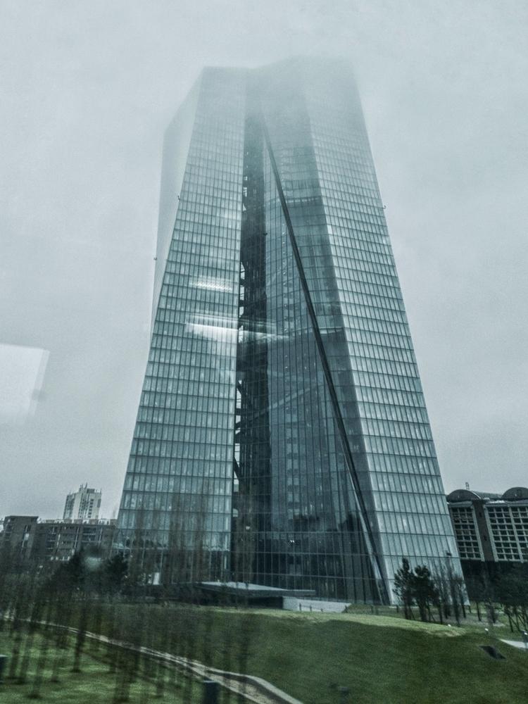 moment mist cought tower EZB Fr - ludwiguno | ello