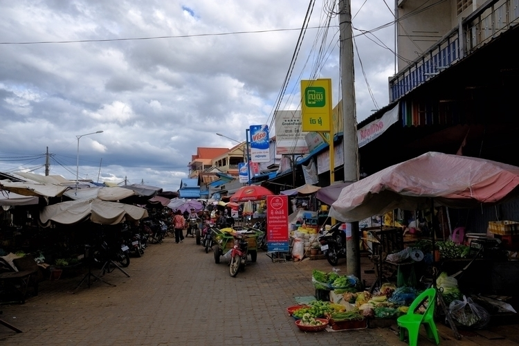 Der Markt Kampong Chhnang - weltfarben | ello